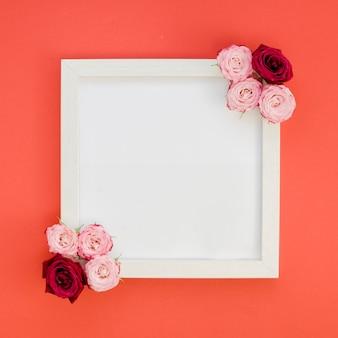 Moldura simples com vista superior de rosas