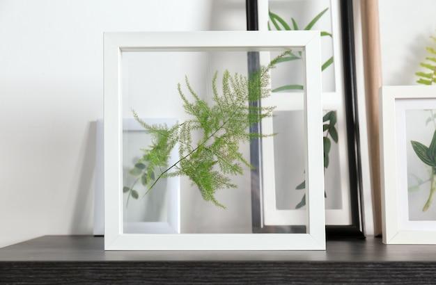 Molduras com folhas verdes