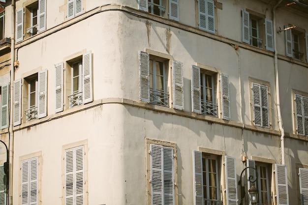 Molduras de janelas antigas na europa