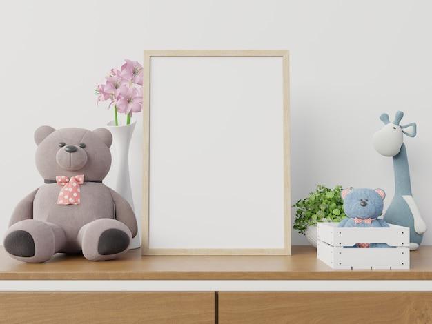 Molduras para fotos no interior do quarto de criança.