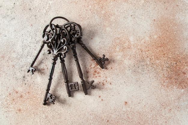 Molho de chaves de ferro fundido