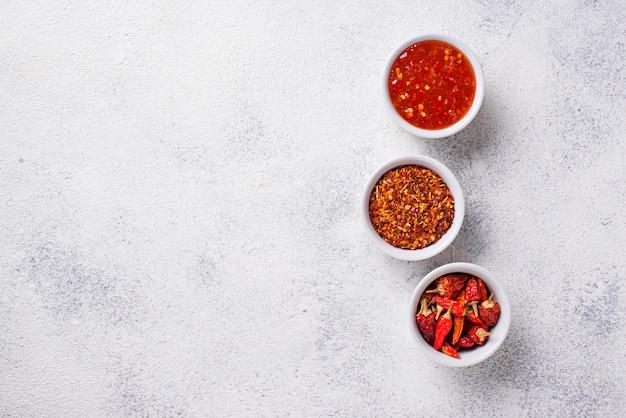 Molho de pimentão com pimentas secas