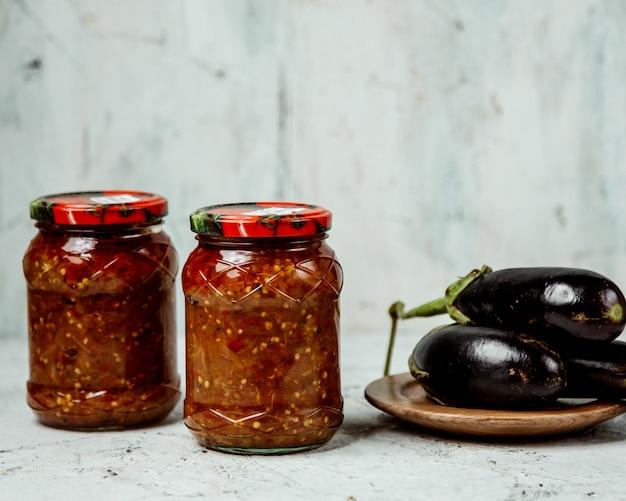 Molho de tomate caseiro com berinjela