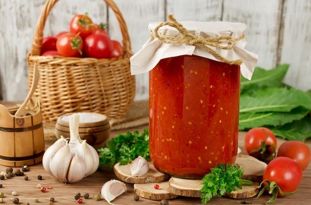 Molho de tomate enlatado