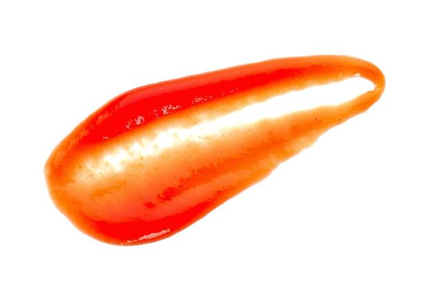 Molho de tomate isolado no branco