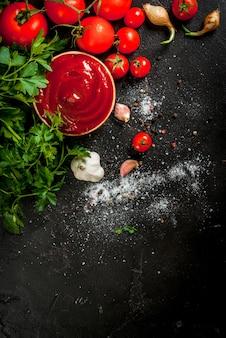 Molho de tomate ou ketchup com ingredientes