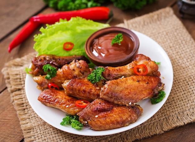 Molho e asas de frango assado agridoce