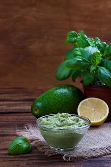 Molho e ingredientes de abacate