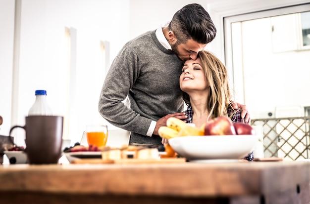Momentos de amor no café da manhã