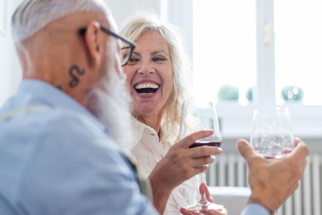Momentos de estilo de vida de casal sênior em casa