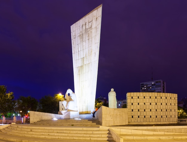 Momument para calvo sotelo na plaza de castilla na noite