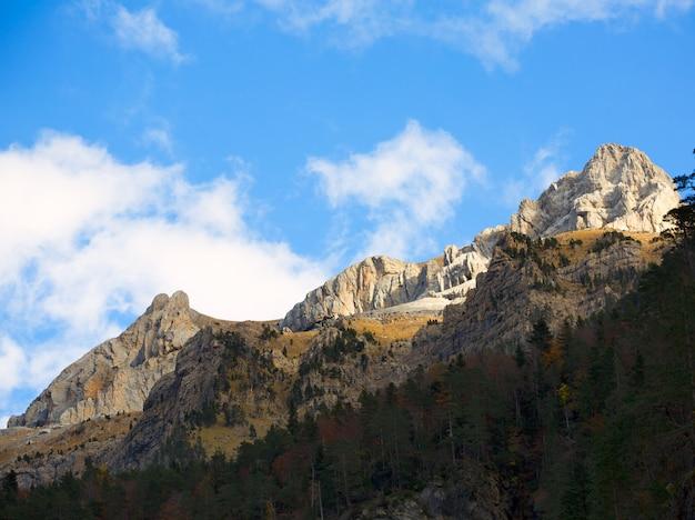 Mondarruego de bujaruelo pyrenees em valle de ordesa a espanha