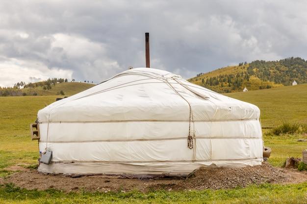 Mongolian ger na estepe