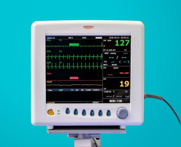 Monitor de ekg na unidade de uti