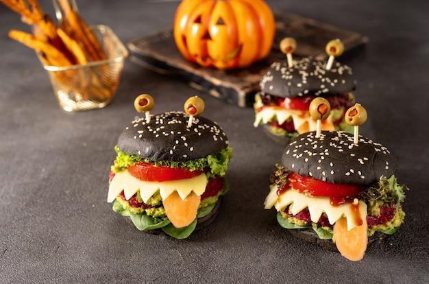 Monstro de hambúrguer para festa de halloween no escuro