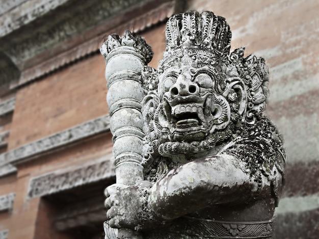 Monstro ornamentado