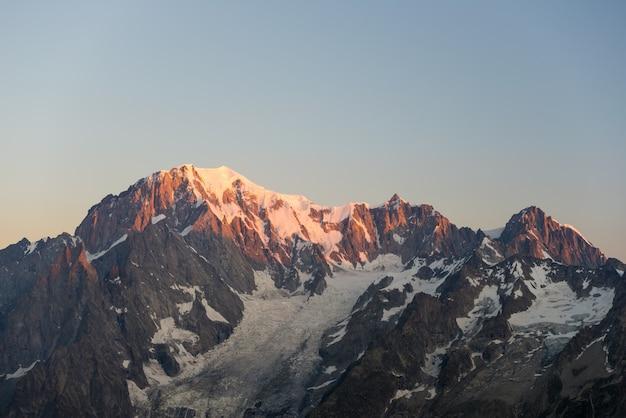 Mont blanc ao nascer do sol