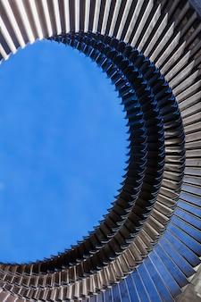 Montagem do anel do motor de turbina de metal - lâminas de turbina instaladas