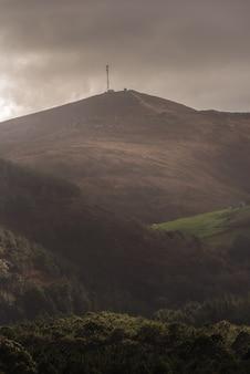 Montanha ao amanhecer