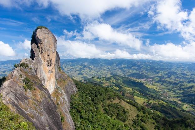 Montanha da pedra do baú em campos do jordão, brasil