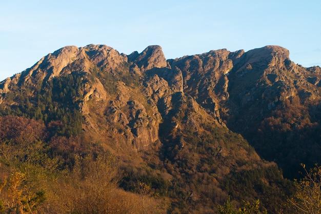 Montanha de aiako harriak no país basco.