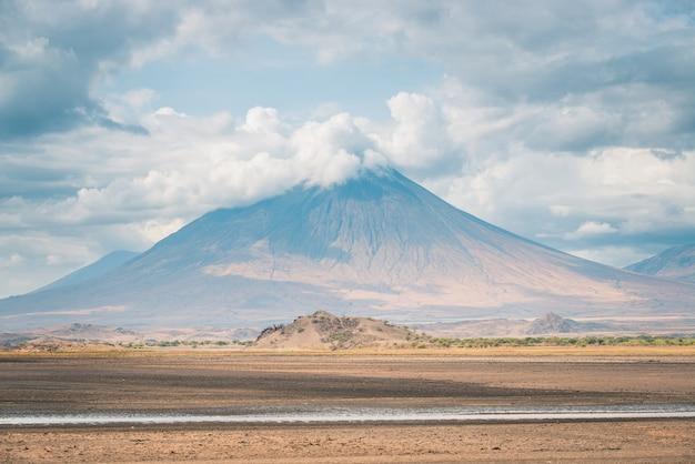 Montanha de deus oldoinyo lengai, tanzânia