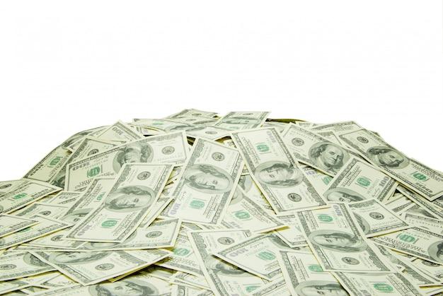 Montanha de dinheiro isolado