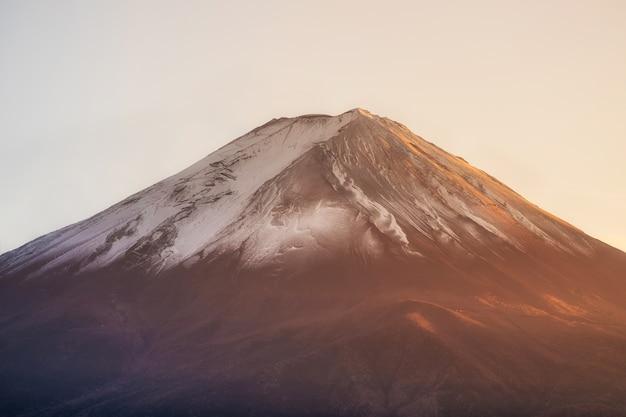Montanha de fuji closeup ao pôr do sol