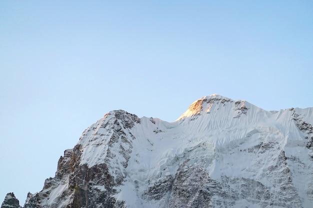 Montanha de neve na reserva nacional de yading, condado de daocheng, província de sichuan, china.