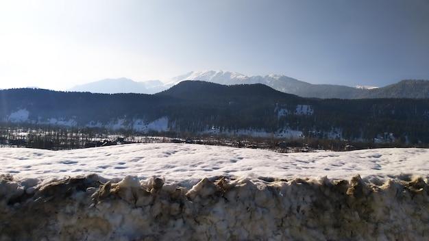 Montanha de neve tocou