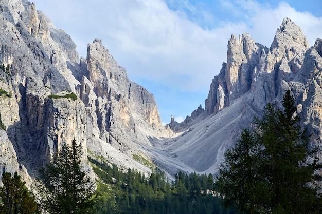 Montanha de três picos