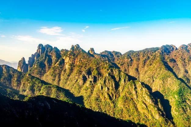 Montanha huangshan pico pedra e pinheiro