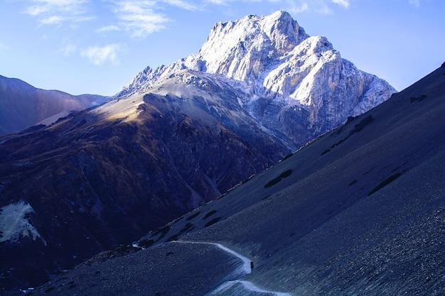 Montanha no nepal, rota de trekking no himalaia