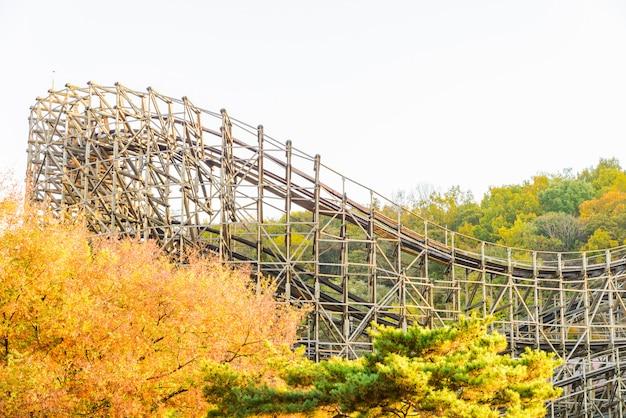 Montanha russa no parque