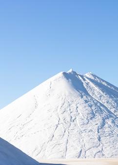 Montanha salgada recém extraída