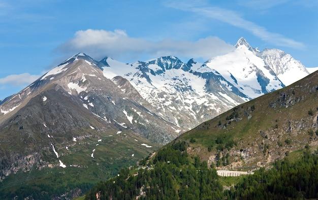 Montanha tranquila dos alpes no verão, vista da grossglockner high alpine road