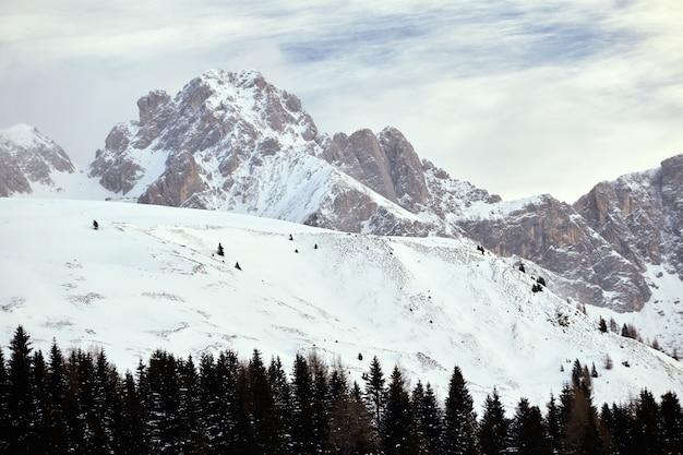 Montanhas cobertas de neve