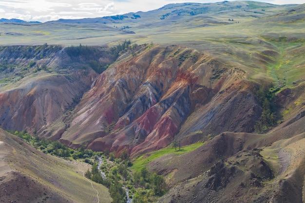 Montanhas coloridas em altay