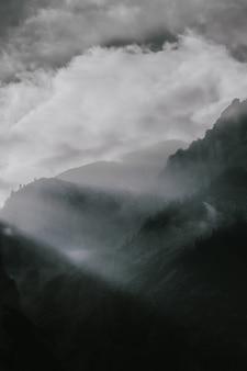 Montanhas com meio