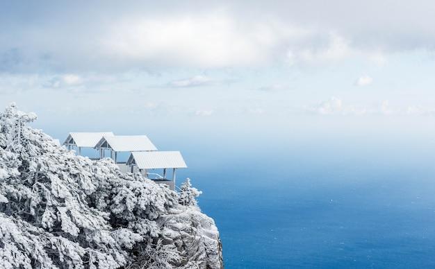 Montanhas da crimeia cobertas de neve