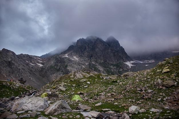 Montanhas do cáucaso variam arkhyz, lago sofia, escalar montanhas