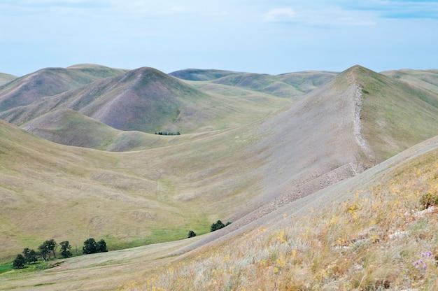 Montanhas dolgiye. região de orenburg. urais do sul. rússia