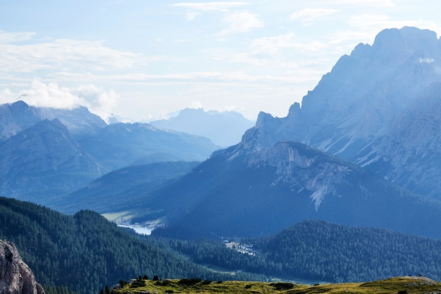 Montanhas dolomitas de sesto