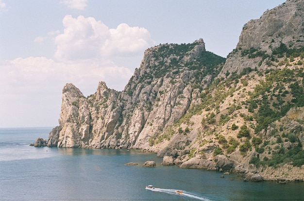 Montanhas e costa marítima na crimeia