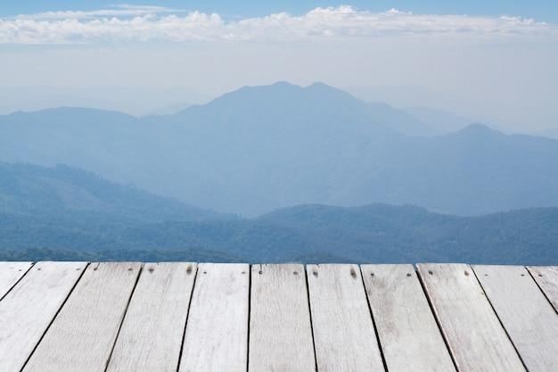 Montanhas e horizonte