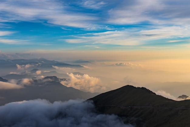Montanhas e natureza bonita em hehuanshan taiwan