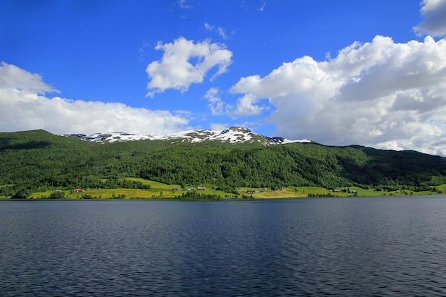 Montanhas e vales da noruega