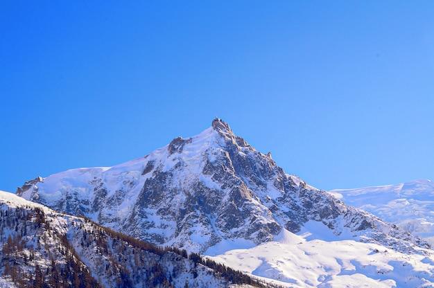Montanhas na estância de esqui chamonix, frança.