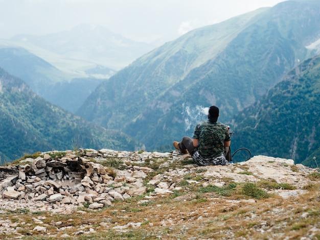 Montanhas naturais descansam ar puro