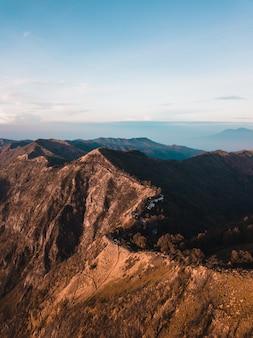 Montanhas no parque estadual koke'e no havaí